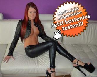 Sexy Lena zeigt sich vor der Telefonsexcam